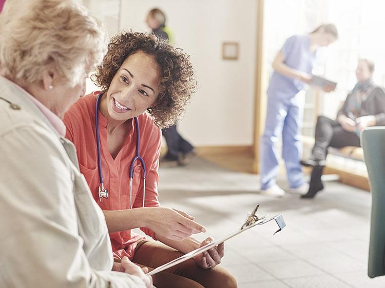Should You Work in a Hospital or Private Practice? | Monster com