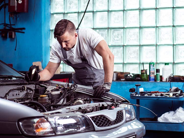10 Automotive Jobs For People Who Love Cars